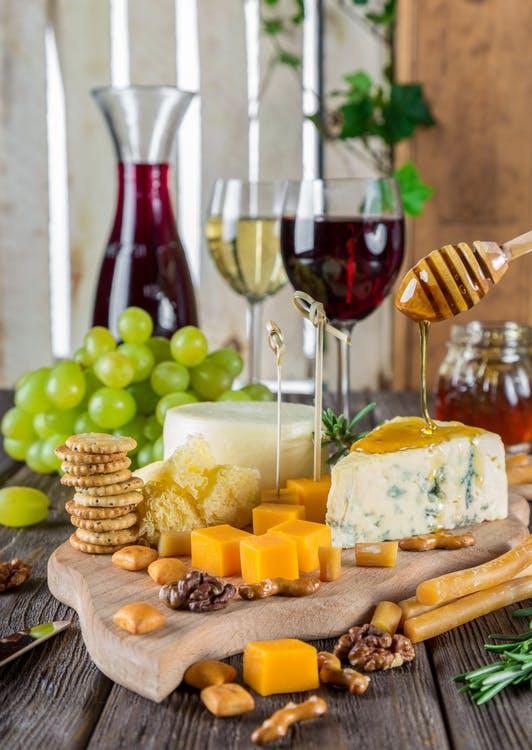 la-ciencia-lo-confirma-comer-queso-ayuda-a-bajar-de-peso-y-a-vivir-mas-anos-005